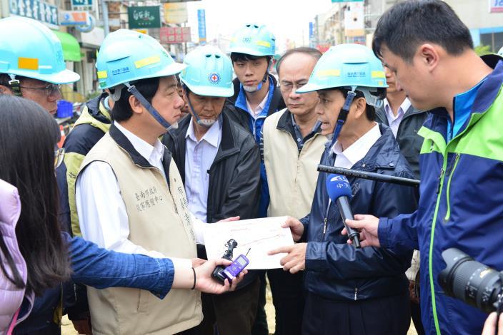 自來水公司向賴市長報告目前新化自來水管修復狀況