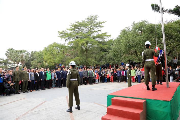 黃偉哲市長主持元旦升旗 期勉市府團隊做得更好,讓市民過得更好 (共4張)-1