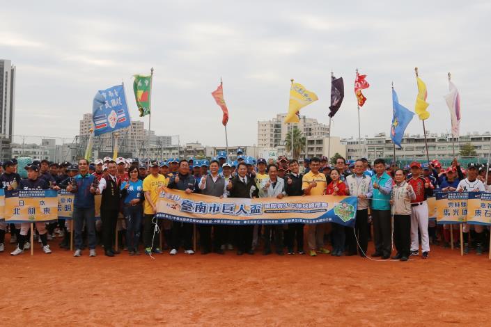 市長出席與巨人盃國際青少棒錦標賽的開幕式合影