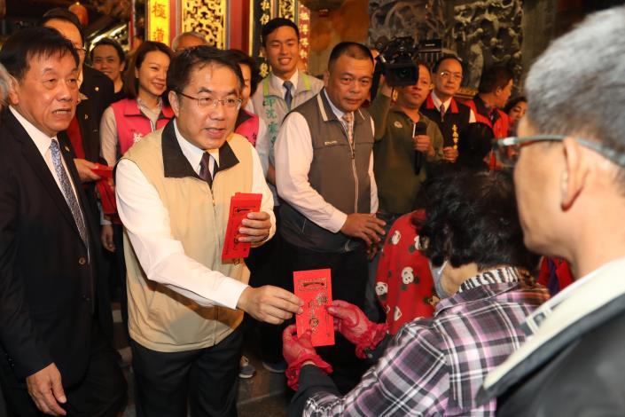 黃市長除夕夜參訪鹿耳門天后宮年夜祭 為台南祈福並向民眾賀豬年行大運(共9張)-1