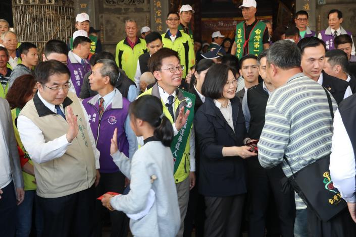 黃偉哲市長陪同蔡英文總統至西港慶安宮祈福參拜(共6張)-1