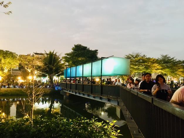 絕美視覺饗宴  月津港燈節春節遊客爆滿 (共3張)-1
