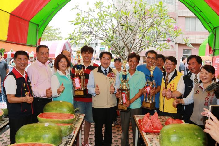黃市長出席「學甲西瓜紅腳笭節」 歡迎大家來呷全國第一的西瓜(共5張)-1