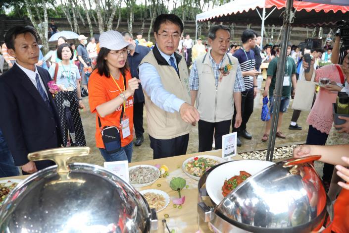 0518市長參觀白河蓮子料理展示