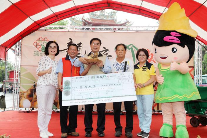 0519評鑑第一名綠竹筍以六萬元拍賣做公益