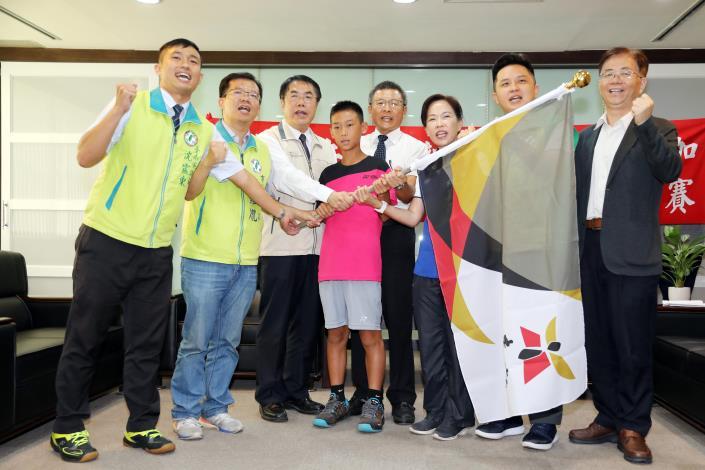 新南國小軟網隊赴日比賽 黃市長親自授旗鼓勵 (共3張)-1