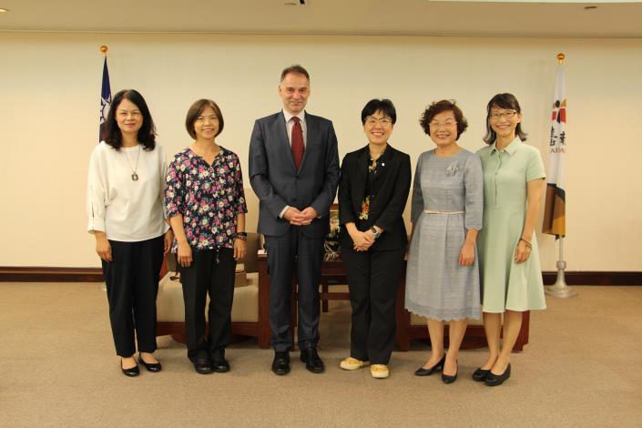 歐洲經貿辦事處副處長雍青龍拜會市府 針對智慧城市及觀光等議題進行交流(共3張)-1