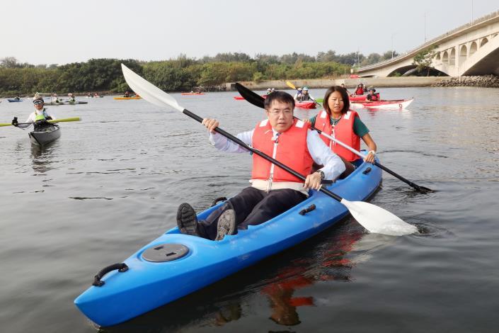 營造友善安全的親水環境 黃偉哲體驗獨木舟促進水上觀光(共6張)-1
