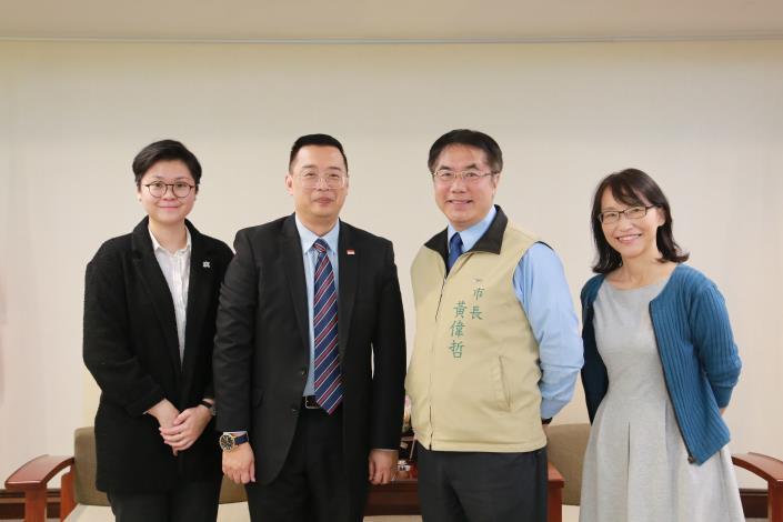 新加坡駐台北商務辦事處黃偉權代表拜會黃市長 約定未來再相見(共3張)-1
