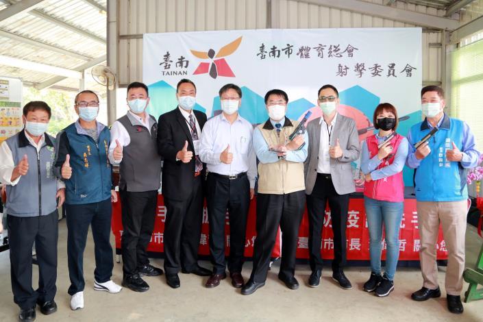 台南睽違12年舉辦全國射擊賽事 黃偉哲帥氣打靶期能擊潰病毒(共4張)-1