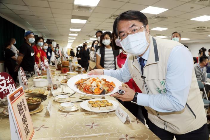 時中部長率防疫五月天週末遊台南 黃偉哲要用「阿中自助餐」、「英雄宴」和台南伴手禮來感謝防疫英雄(共12張)-1