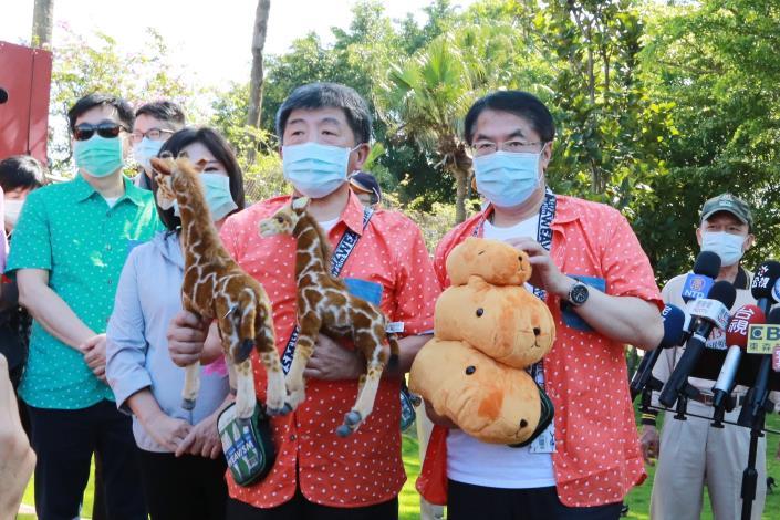 市長與陳部長參觀南台灣最大的野生動物園