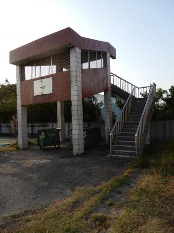 閒置高架垃圾場易成校園安全死角  黃偉哲指示依計畫拆除(共4張)-1