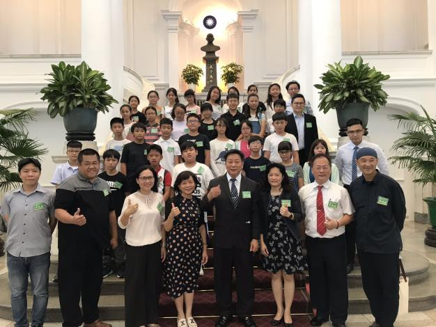 全球虛擬教室競賽4度奪金 海東國小獲總統表揚 局長鄭新輝肯定師生的表現
