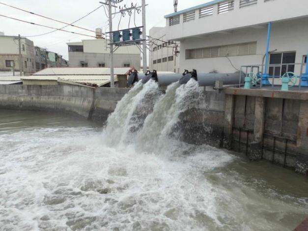 極端氣候易造成積淹水  黃偉哲指示台南超前佈署加強防汛整備與演練(共2張)-1