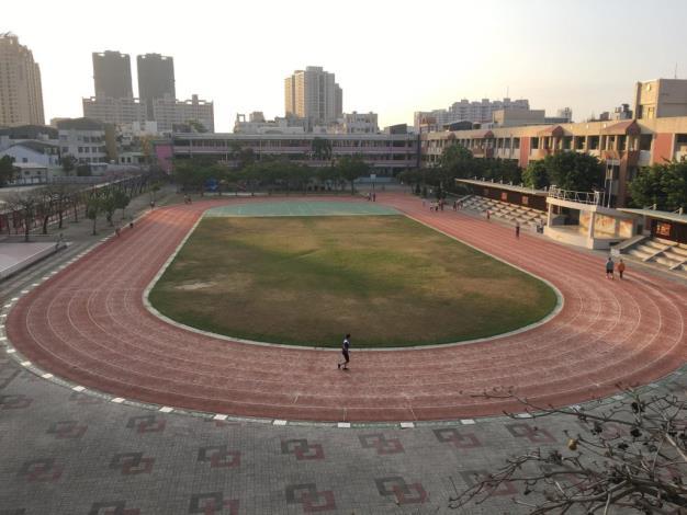 營造友善學校運動環境 教育局持續爭取中央經費 改善學校跑道品質(共2張)-1
