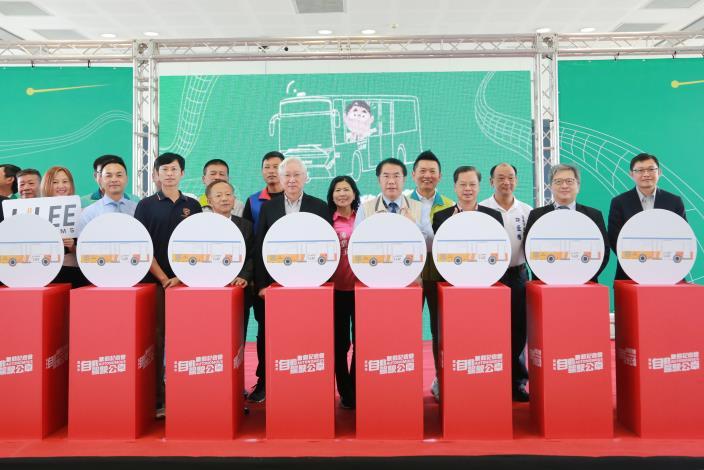 南市自駕公車啟動上路 黃偉哲要為台南打造最智慧的公共運輸服務(共4張)-1