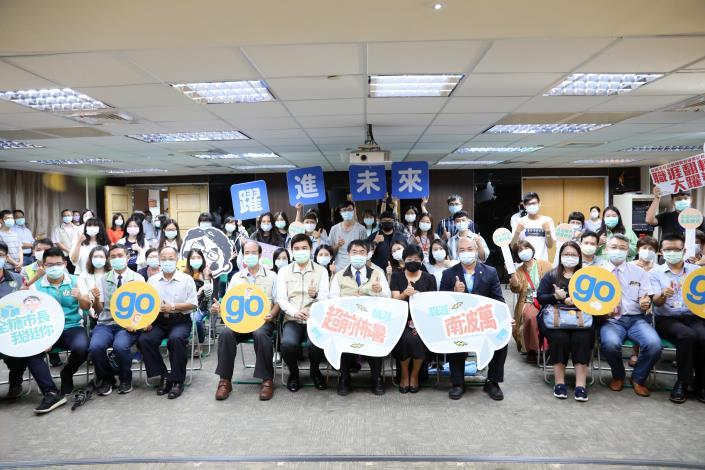 台南首創大專生公部門暑期實習計畫 黃偉哲以身作則與青年學子教學相長(共3張)-1