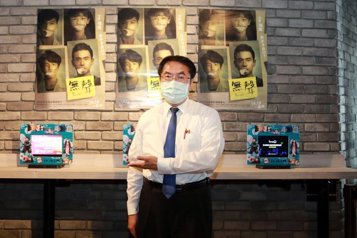 黃偉哲現身戲院觀看《無聲》 歡迎大家一起以行動支持國片