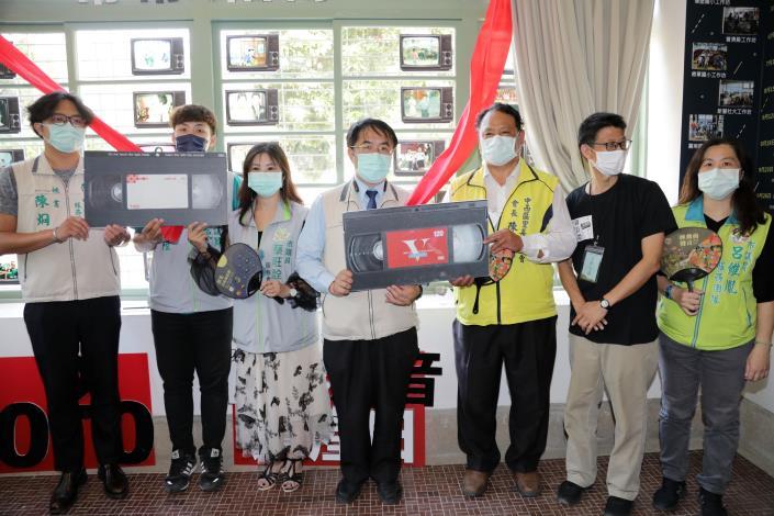 「轉動的聲音」成果展今台南登場 黃偉哲首創全台第一輛搶救家庭錄影帶的紅莫尼卡,呼籲大家一起來保護影音文化資產(共5張)-1