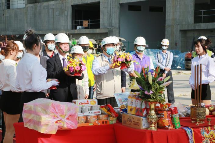 行政院沈富院長與市長出席大臺南會展中心統包工程上梁典禮