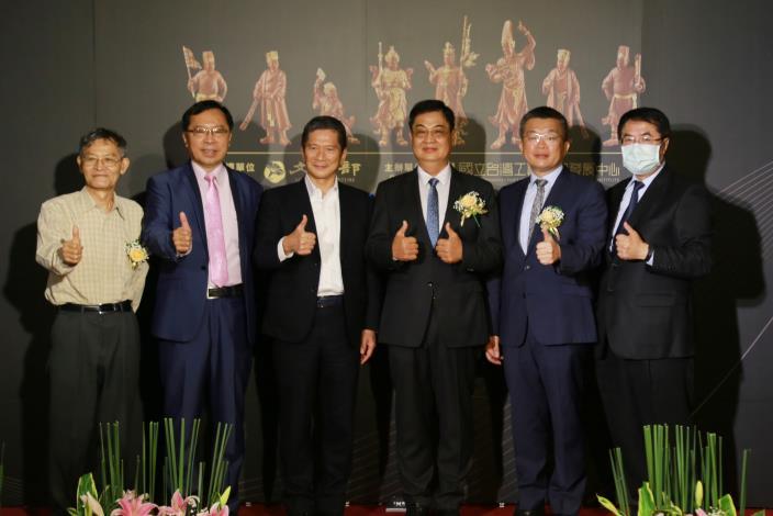 木雕大師陳啓村獲頒「國家工藝成就獎」 黃偉哲感謝人間國寶發揚傳統工藝(共4張)-1