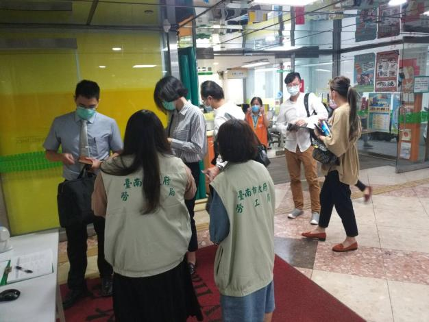 12月1日起 進出市府大樓強制佩戴口罩(共2張)-1