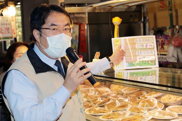 黃偉哲視察保安市場食品攤商標示示範區  台南宣示「標示明確 安心消費」(共10張)-1