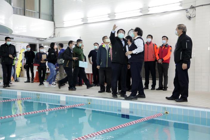 黃偉哲突檢泳池安全措施改善狀況 安全第一盼防微杜漸(共6張)-1