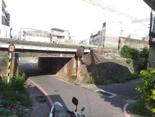 光華街鐵路橋下涵洞預計110年6月16日起施工封閉,請用路人提前規劃行車動線(共2張)-1