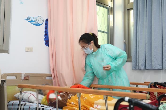 IMG_2900長照中心長者施打疫苗 (2).JPG