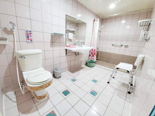 防疫旅館提供無障礙衛浴設備予住宿長者