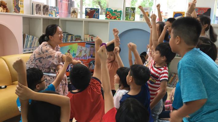 博塔文代表夫人梁晨博士為兒童繪本翻譯家2020年為台南小朋友導讀繪本深受歡迎.JPG
