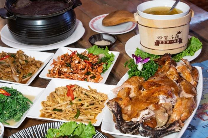 3.關子嶺品嚐桶仔雞山產美食(南市觀旅局提供)1
