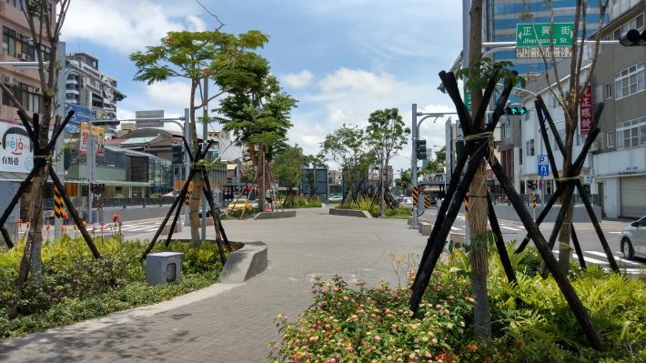 圖4-海安路景觀工程增加舊市區綠化空間並復甦商業經濟。