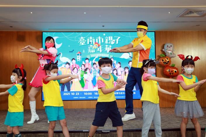 臺南市親子嘉年華結合YOYO家族15位哥哥姐姐及13組超人氣卡通明星輪番動感唱跳