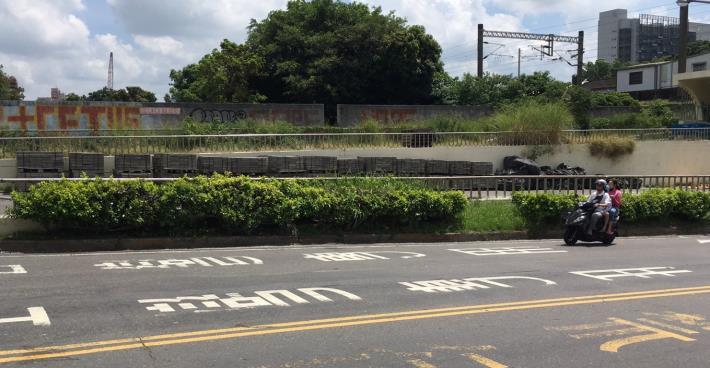 解決小東地下道積水問題7月4日封閉進行植栽移植