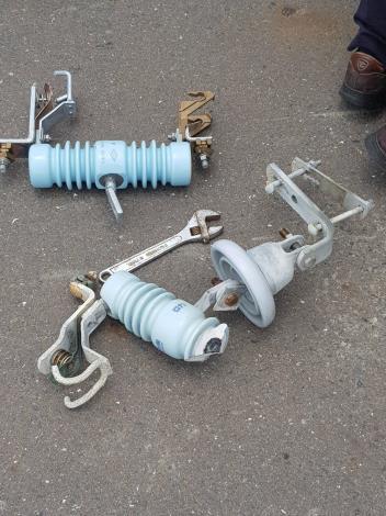 台電電桿上設施損壞更換