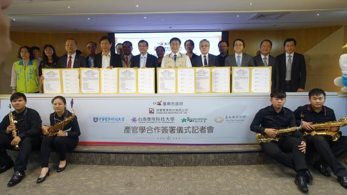 市府作媒牽紅線 促成臺南在地產業「將寶實業」與4所大專校院合作培育人才 讓學生就學就業無縫接軌(共4張)-1