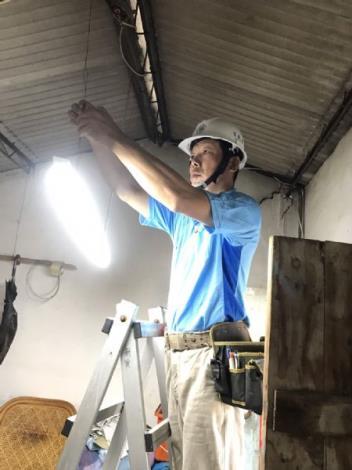 台南市電氣業職業工會修繕志工施工中