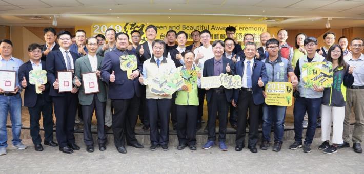 臺南市建築工程圍籬綠美化競賽及志工表揚今同步頒獎表揚-大合照