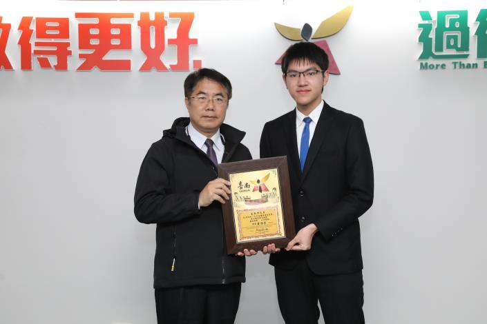 第45屆國際技能競賽臺灣代表團載譽歸國 南市府頒發獎牌予青年學子 共享競賽榮耀!