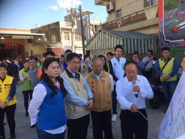 市長視察道路工程品質列車-蘇局長說明工程