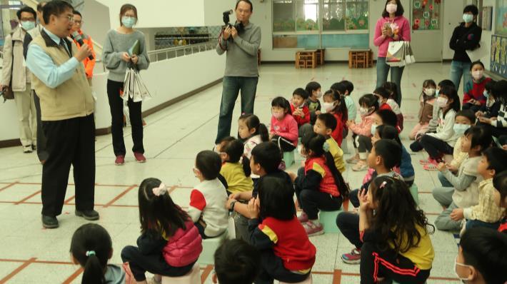 落實防疫工作,市長黃偉哲率隊進行幼兒園防疫抽查宣導(共4張)-1