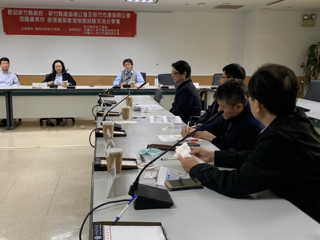 AB圖袋新制成效卓著 吸引新竹縣政府團隊前來取經-會議室討論