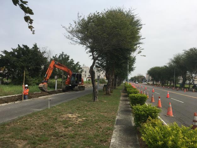 新營區金華路及長榮路道路優質化工程 優先改善側溝解決水患-水溝施工中