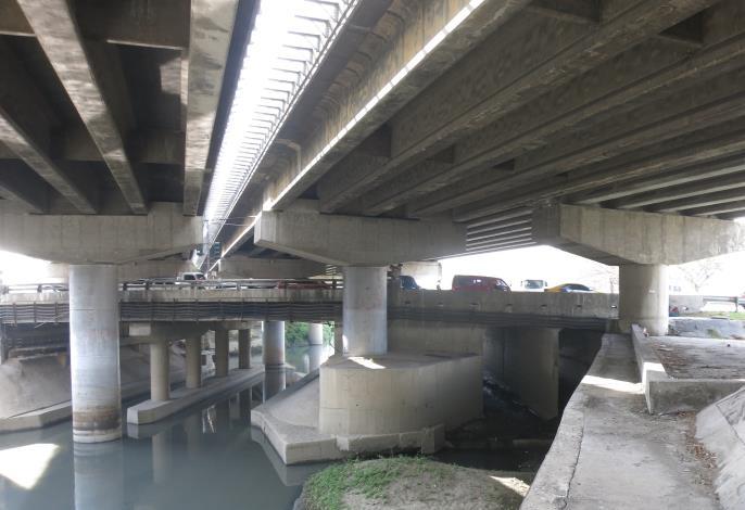 解決水患改建仁德萬代橋 市長實踐允諾拼5月開工-橋下基座
