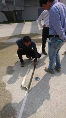 臺南市河樂廣場河道伸縮縫損壞維修-去除損壞伸縮縫
