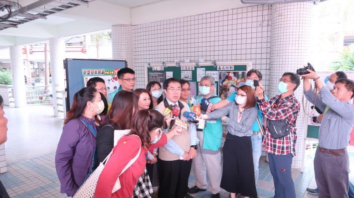 臺南市長黃偉哲宣布,與學生共同生活家人若受居家隔離、檢疫或自主健康管理期間,學生一律核予防疫假在家自主學習