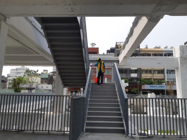 河樂廣場防疫-樓梯消毒